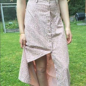Dresses & Skirts - Super cute pink floral skirt!